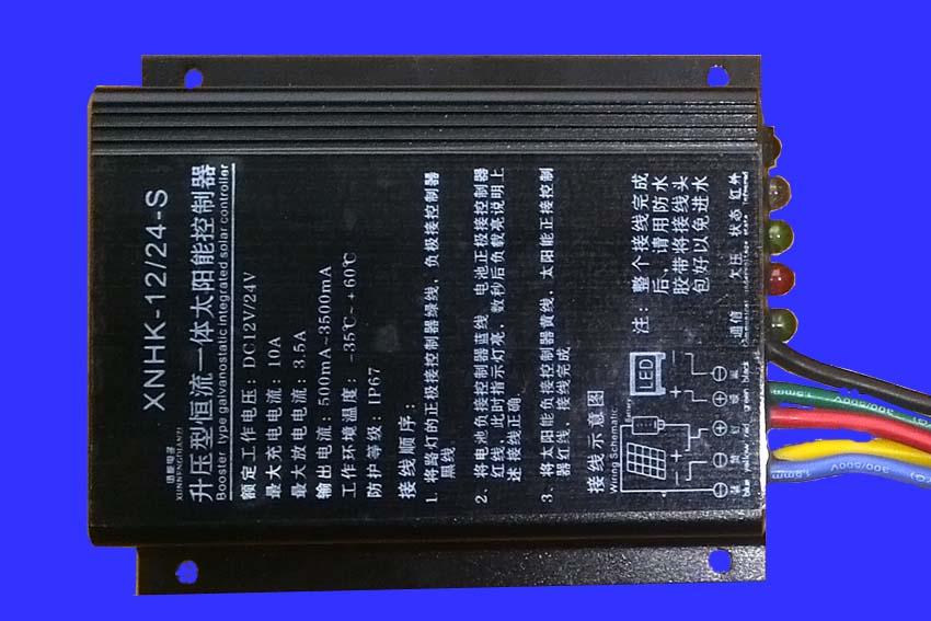 太阳能路灯控制器说明书 一、 产品概述 1.1 产品特点 太阳能路灯控制器是石家庄迅能电子科技有限公司自主开发的高效率恒流输出智能型太阳能路灯控制系统,集电池充放电控制、恒流输出、时段电流调节、远程红外控制为一体的高智能的太阳能控制器。 产品具体特点: 1. 本产品可兼容12V和24V输入系统,初次上电自动识别(红外遥控可更改输入系统); 2.